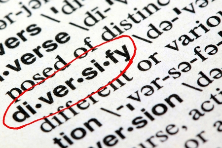 Het woord diversifiëren in het Engels woordenboek Stockfoto - 65835249