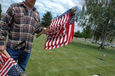 Man met vlaggen. Stockfoto