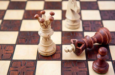 gamesmanship: pieza de ajedrez en un tablero de ajedrez