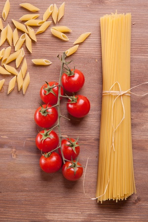Composition of tow kind of pasta and tomato photo