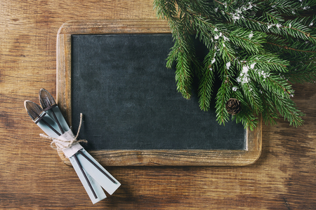 Vintage empty chalkboard with fir Christmas tree and wood modern decor skiing over wooden background. Top view with space for text Imagens - 87173046