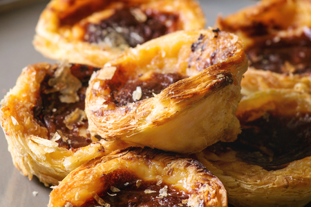 Traditional Portuguese egg tart dessert Pasteis Pastel de nata. Close up 스톡 콘텐츠