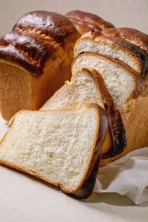Homemade Hokkaido wheat toast bread whole and sliced on white cloth on table. Close up 版權商用圖片 - 151509140