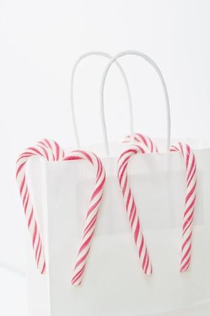 white paper bag: Bolsa de papel blanco y caramelo de la Navidad Bastones