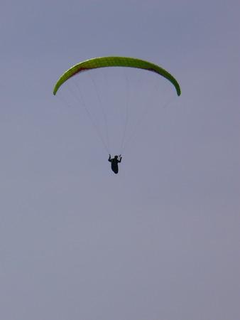 parapente: Paragliding - Parapente - Aile volante -  - A man flying Stock Photo