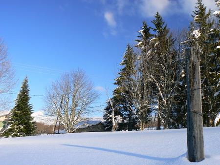 La neige d'hiver dans les montagnes des Alpes, France Banque d'images - 49265516