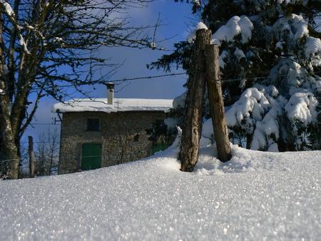 La neige d'hiver dans les montagnes des Alpes, France Banque d'images - 49265517