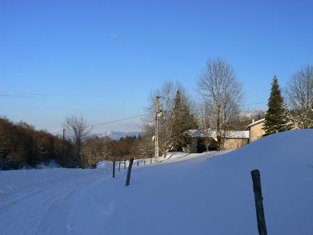 La neige d'hiver dans les montagnes des Alpes, France Banque d'images - 49265519