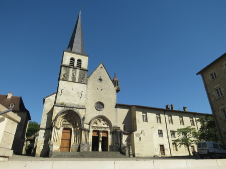 Abbaye Notre-Dame Ambronay Banque d'images - 85632445