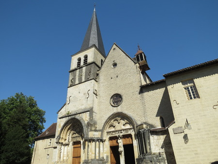 Abbaye Notre-Dame Ambronay Banque d'images - 85794289