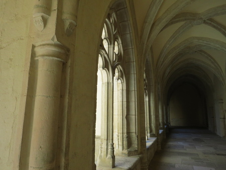 Abbaye Notre-Dame Ambronay Banque d'images - 85597990