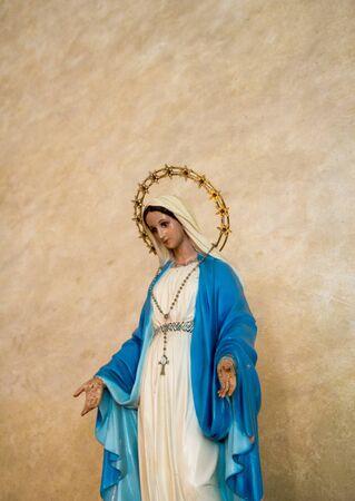 La statue de la vierge Marie