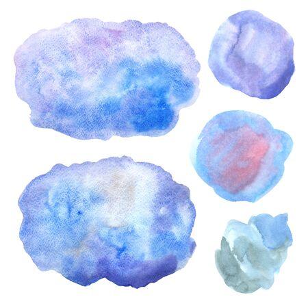 Aquarell handgemalte dekorative strukturierte Flecken in himmelblauer Farbe. Helle abstrakte Sammlung im modernen Stil. Echte trendige Farbbeschaffenheitsstreifen und Pinselstriche isoliert auf weiß
