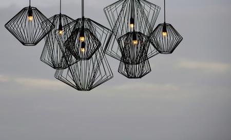 Moderne stijl ijzer lamp voor het verfraaien met sky Stockfoto