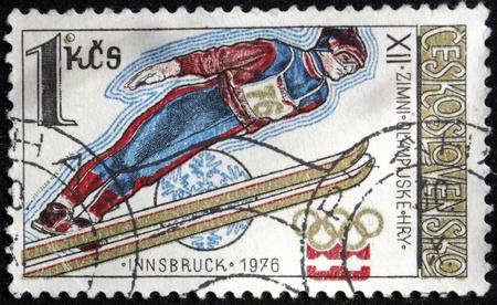 Ein Stempel in Tschechoslowakei gedruckt zeigt ein Sky Jumper, Olympische Spiele in Innsbruck 1976, circa 1976