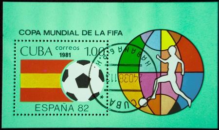 Ein Stempel in Kuba gedruckt und zeigt ein Fu�ballspieler, circa 1981
