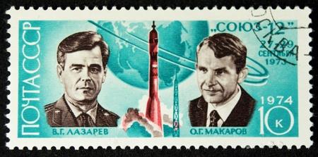 Ein Stempel in der UdSSR gedruckt zeigt die Kosmonauten vglazarev und ogmakarov und soyuz 12, circa 1974 Lizenzfreie Bilder