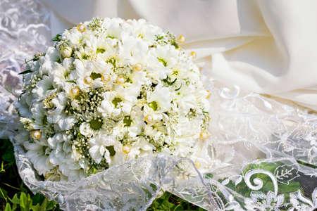 Bridal bouquet on white dress Standard-Bild