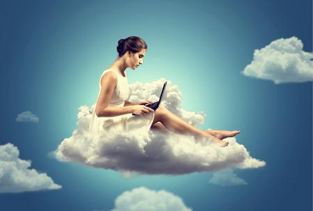 雲の上の女性