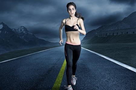 midriff: Woman Runner