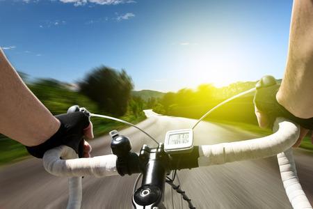 自転車をレース 写真素材