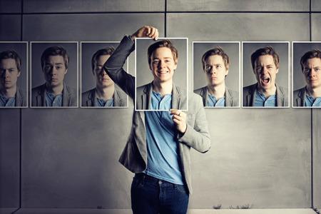 emotions faces: Versteckt