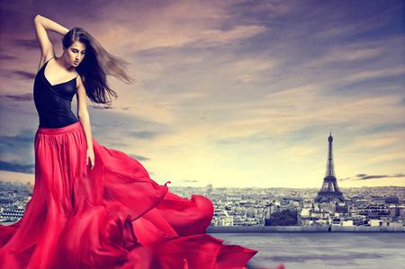 liefde: Meisje in Parijs Stockfoto