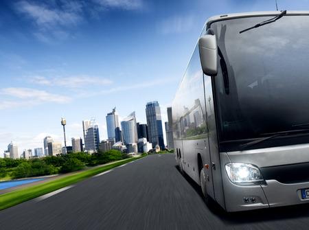 parada de autobus: Autobús Foto de archivo