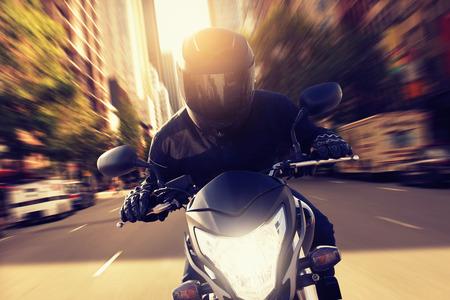 casco moto: El exceso de velocidad de la moto Foto de archivo