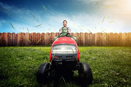 芝生のトラクター