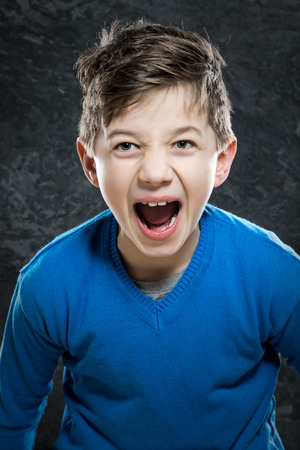 personas enojadas: Angry Niño