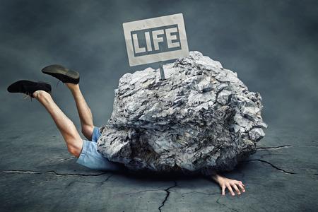 Rocas que caen Foto de archivo - 75557442