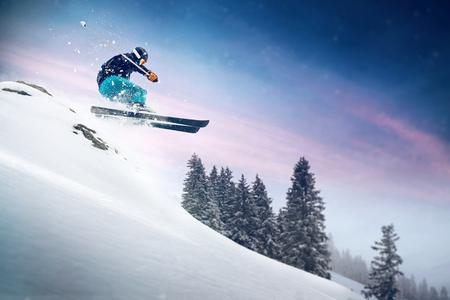 Salto con esquís Foto de archivo - 75759976