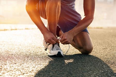 Runner ties his shoes Foto de archivo