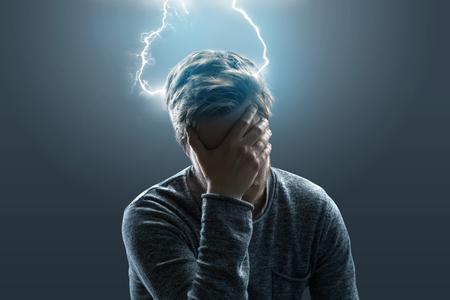 Man met pijn in zijn hoofd