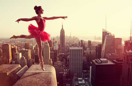 Ballet Dancer in front of New York Skyline 스톡 콘텐츠