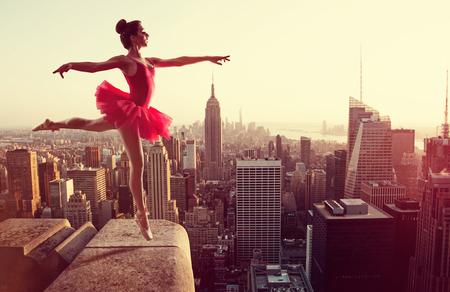 Ballet Dancer in front of New York Skyline Stockfoto