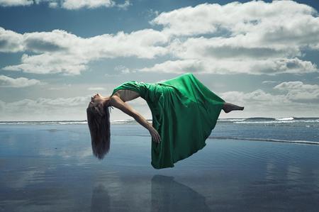 Mujer flotante
