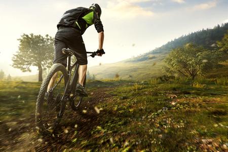 Mountainbike in den Bergen Standard-Bild