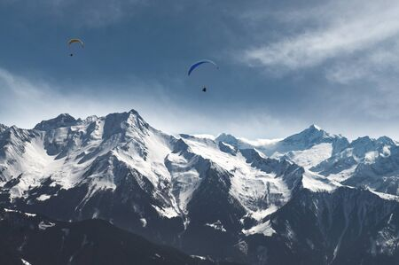 Paraglidung abovethe Alps