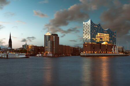 Hamburg City Panorama with Elbphilharmonie Standard-Bild