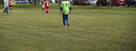 suspenso: La parte trasera del portero en un partido de fútbol Foto de archivo