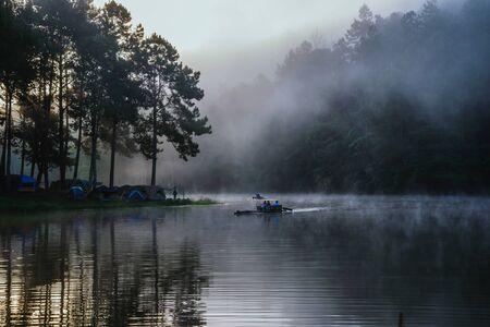 travel  Beatiful nature panorama view of Pang Ung lake in the mist at sunrise. 版權商用圖片 - 127423907