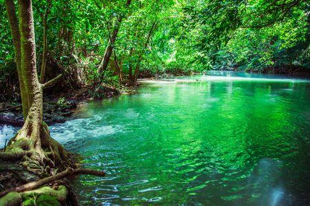 Cascata del paesaggio di Bok Khorani. (Parco nazionale di Thanbok Khoranee) lago, sentiero naturalistico, foresta, foresta di mangrovie, viaggio nella natura, viaggio in Thailandia, studio della natura. Attrazioni. Archivio Fotografico