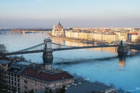 ブダペスト国会議事堂、鎖橋、マルギット島と 写真素材