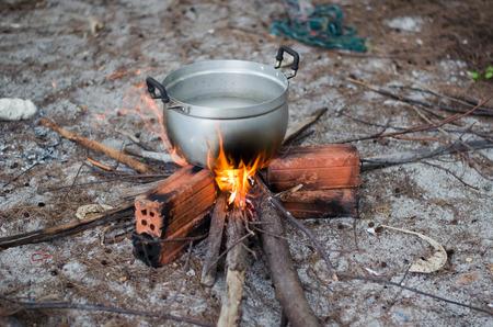 boiling: Hung boiling pot