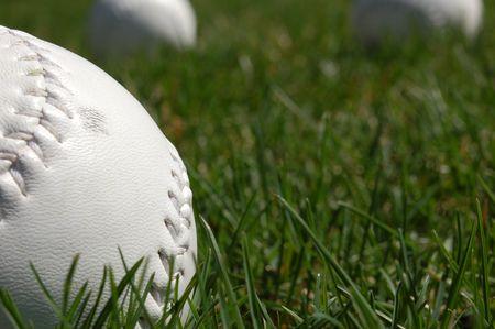 softballs in grass Banco de Imagens
