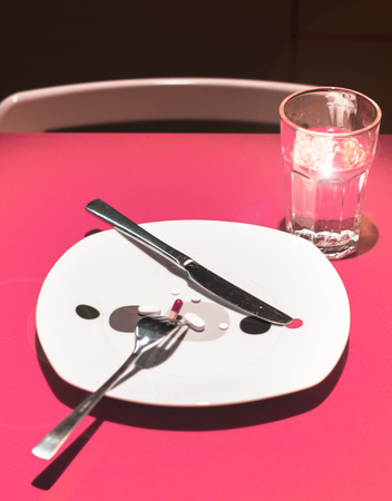 reduces: Plate with pills to eat