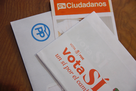 senate elections: Envelopes for Spanish general election 2016 Envelopes the General elections in Spain. Two types of envelopes to elect the Representatives of Spanish Citizens in Congress and the Senate.