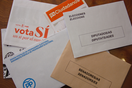 senate: Envelopes for Spanish general election 2016 Envelopes the General elections in Spain. Two types of envelopes to elect the Representatives of Spanish Citizens in Congress and the Senate.